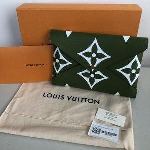 Louis Vuitton Giant LV Large Kirigami